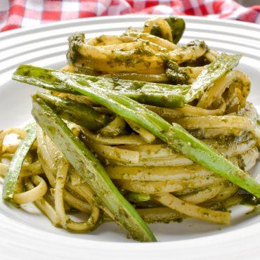 Linguine pasta with Genovese pesto sauce