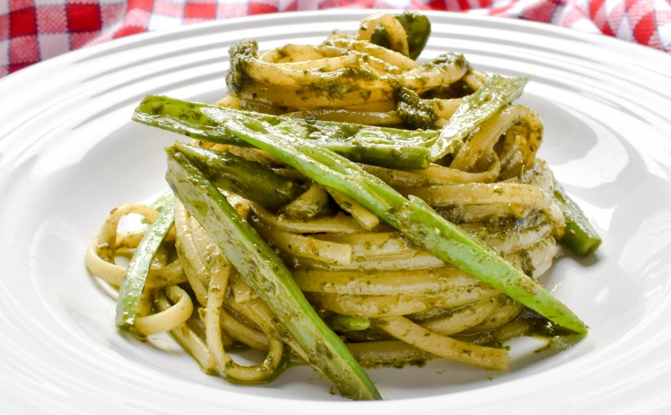 Linguine pasta with Genovese pesto sauce