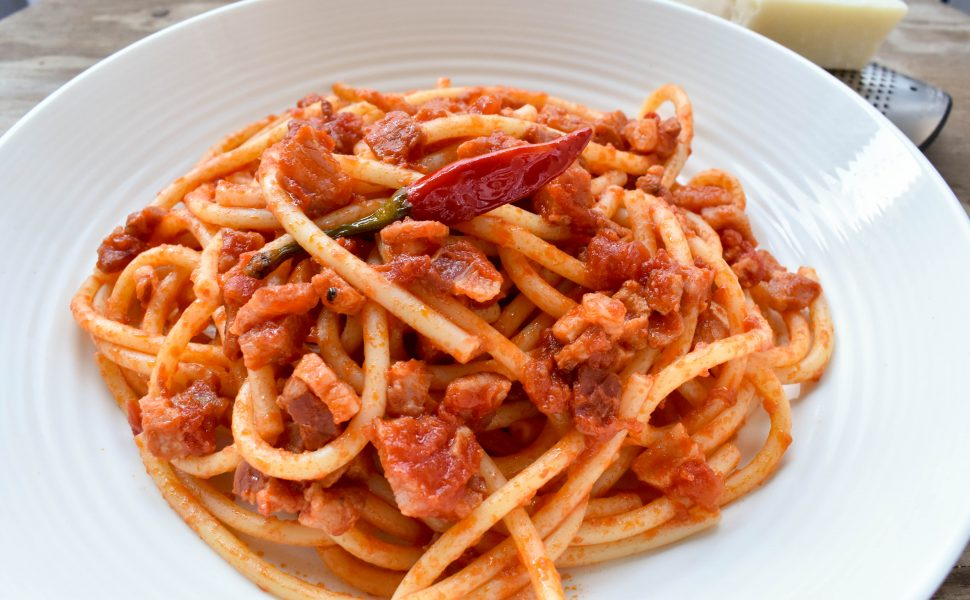 Bucatini pasta all' amatriciana