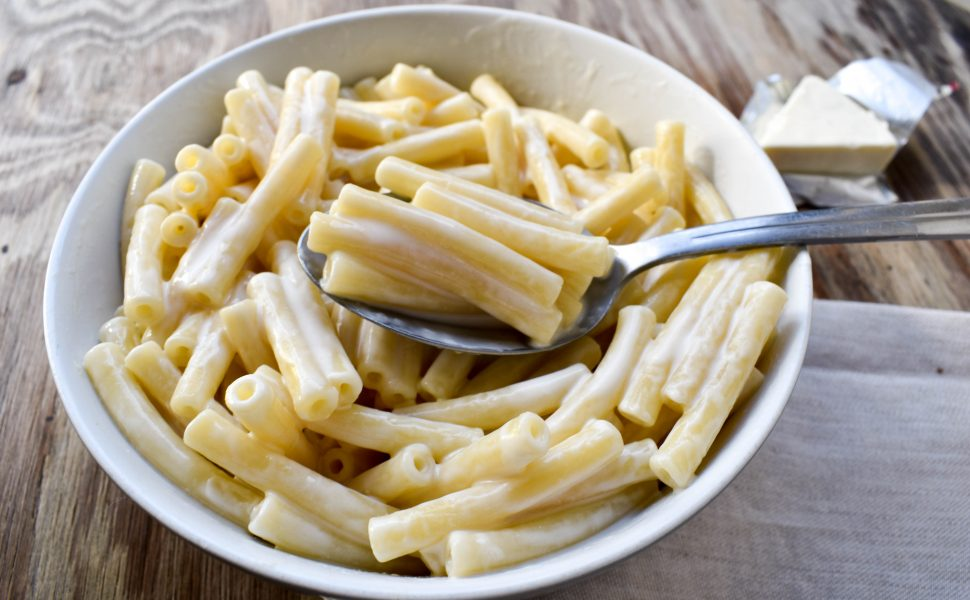 Maccheroni pasta al formaggino (Italian mac and cheese)