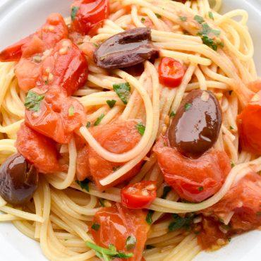 Spaghetti pasta alla puttanesca