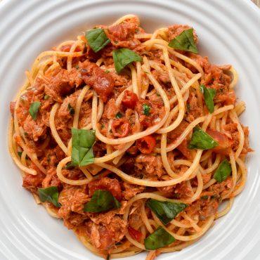 Spaghetti pasta with tuna