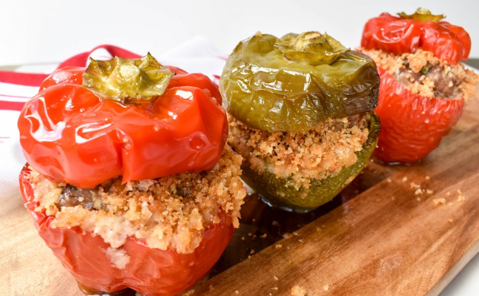 Peperoni ripieni di carne e salsiccia (Meat and pork sausage stuffed capsicum/peppers)