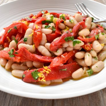Fagioli cannellini (cannellini bean) and peperoni (capsicum/pepper) salad
