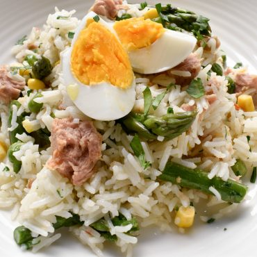 Insalata di riso (rice salad) with chilli tuna, asparagus and corn