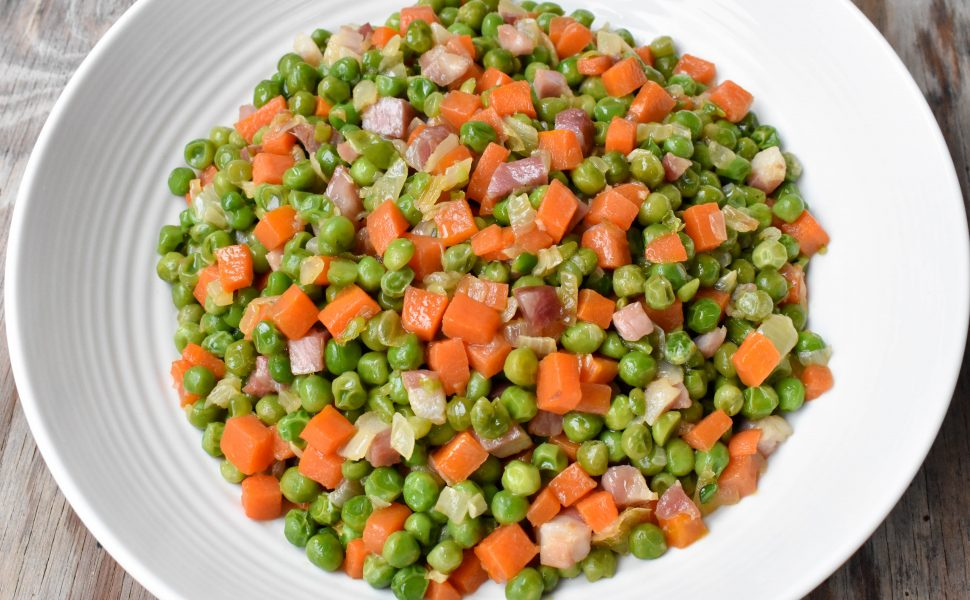 Peas with onion, carrot and pancetta