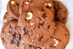 Chocolate chip and hazelnut cookies