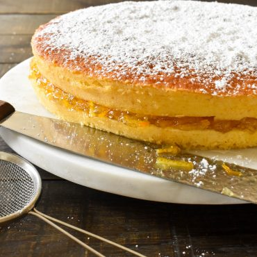 Ciambella con marmellata all'arancia (orange cake with marmalade)