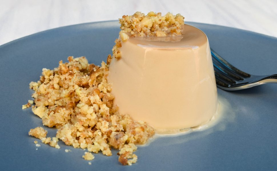 Coffee-flavoured panna cotta and walnut crumb