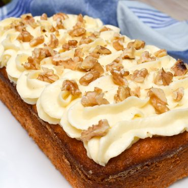 Banana cake with vanilla cream cheese icing