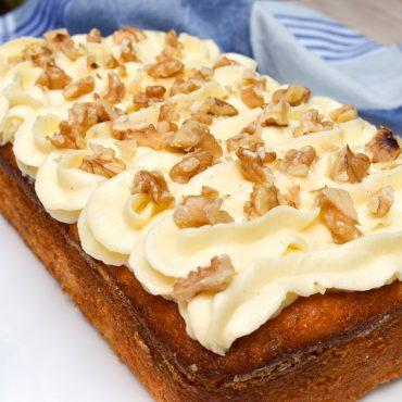 Banana cake with vanilla cream cheese icing
