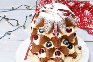 Pandoro Christmas tree filled with Crema diplomatica