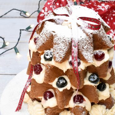 Pandoro Christmas tree filled with Crema diplomatica