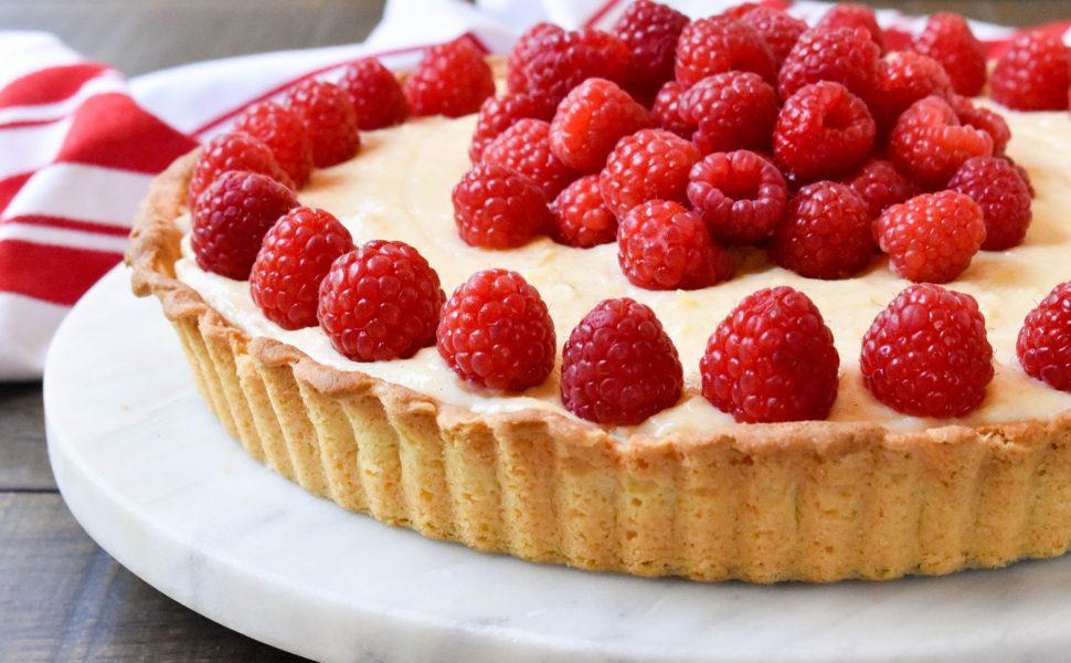 Crostata 'ai lamponi e crema pasticciera' (raspberry and vanilla bean cream tart)