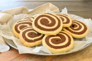 Girelle (Chocolate and vanilla swirl shortbread biscuits)