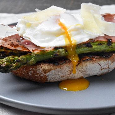 Italian style poached eggs